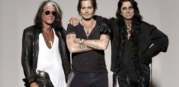 Joe Perry Colpases On Stage During Hollywood Vampires Concert- UPDATE
