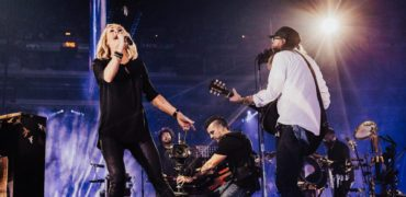 Carrie Underwood Surprises Crowder Set At Passion Conference!