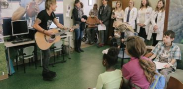 Keith Urban Surprises Hospital Patients for Musicians On Call's 10th Anniversary!
