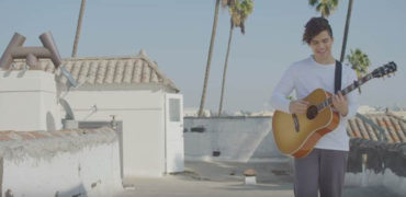 """Alex Aiono Debuts """"One At A Time"""" Acoustic Rooftop Session"""