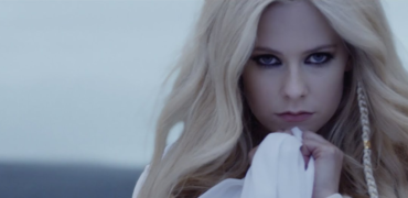 """Avril Lavigne Premieres """"Head Above Water"""" Music Video"""