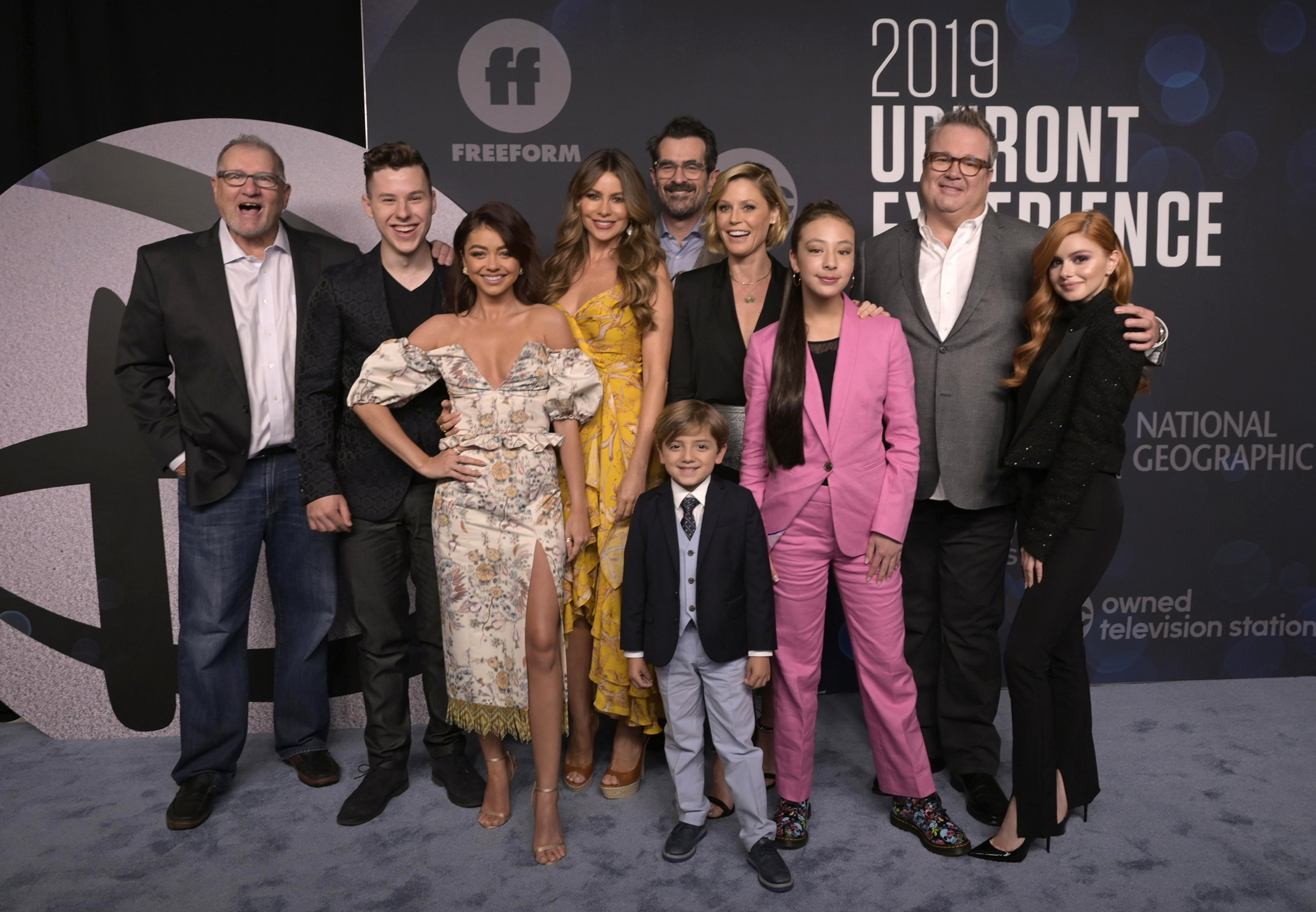 MODERN FAMILY CAST – Stage Right Secrets